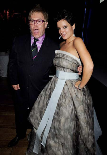 Lily Allen Kidnaps Elton John In Who 39d Have Known Video October 18 2009